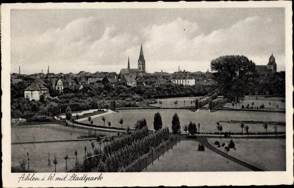 Ak Ahlen im westfälischen Münsterland, Blick über den Stadtpark zur Stadt, Kirche