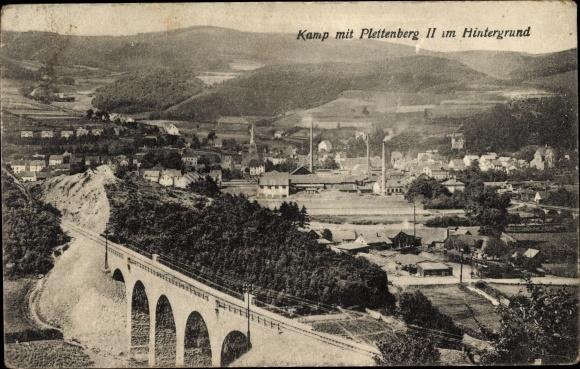 Ak Plettenberg im Märkischen Kreis, Kamp mit Plettenberg II im Hintergrund, Eisenbahnbrücke