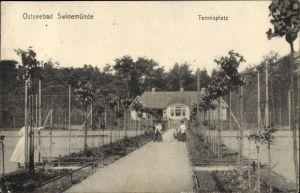 Ak Świnoujście Swinemünde Pommern, Partie auf dem Tennisplatz