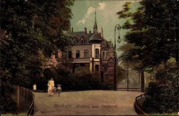 Ak Bochum im Ruhrgebiet, Eingang zum Stadtpark, Frau mit Kinderwagen