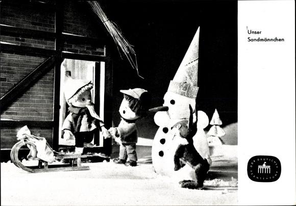 Ak Unser Sandmännchen, Sandmann, DDR Kinderfernsehen, Schneemann, Schlitten, S 53/65
