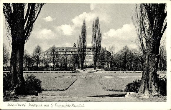 Ak Ahlen im westfälischen Münsterland, Stadtpark mit St. Franziskus Hospital