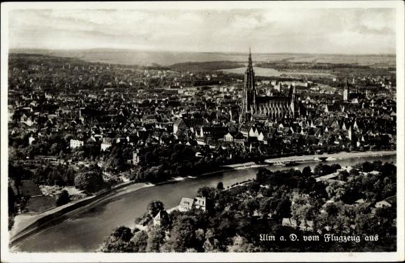 Ak Ulm an der Donau Baden Württemberg, Fliegeraufnahme der Stadt, Münster