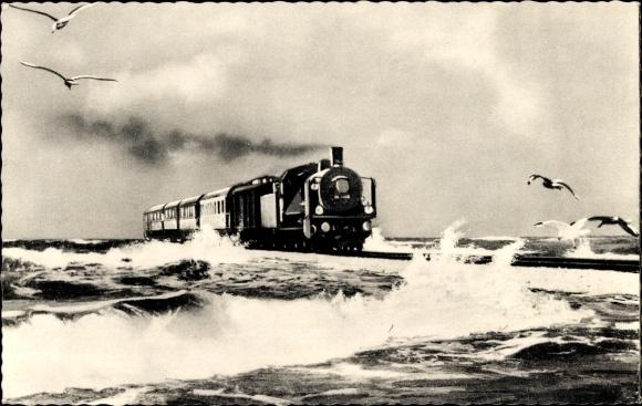 Ak Sylt in Nordfriesland, D-Zug im Sturm auf dem Hindenburgdamm, Möwen
