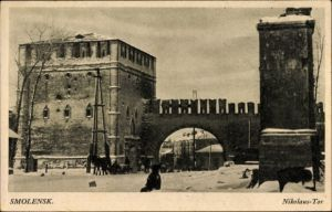 Ak Smolensk Russland, Nikolaus Tor, Winter, Straßenpartie