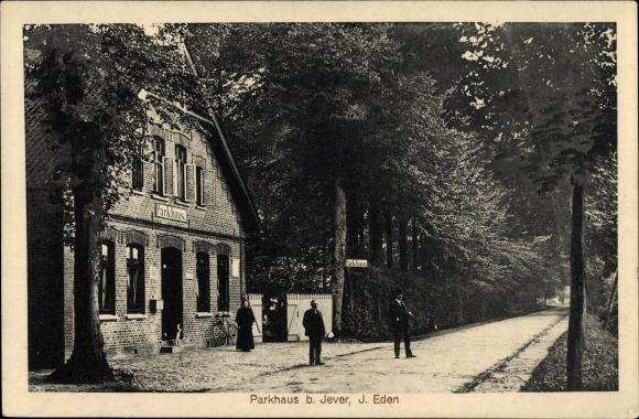 Ak Jever in Friesland, Straßenpartie am Parkhaus von J. Eden