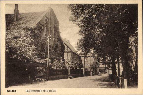 Ak Uelzen in Niedersachsen, Blick in die Pastorenstraße mit Probstei