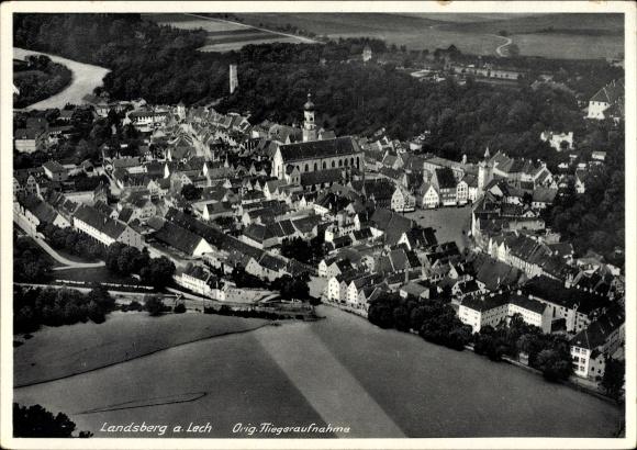 Ak Landsberg am Lech in Oberbayern, Fliegeraufnahme des Ortes, Kirche, Marktplatz
