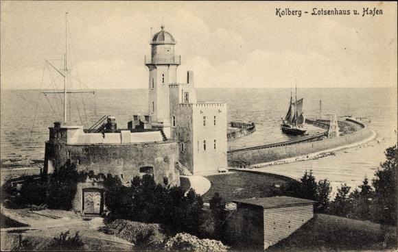 Ak Kołobrzeg Kolberg Pommern, Lotsenhaus und Hafen
