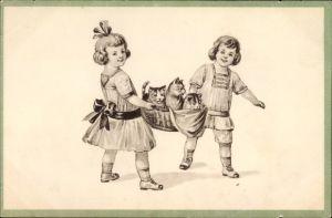 Künstler Ak Zwei Kinder mit einem Korb voller Hauskatzen, Kätzchen