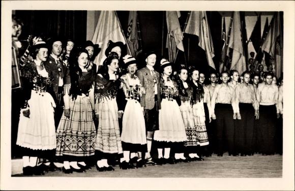 Ak Schlussbild aus dem Deutschen Nationalprogramm, Weltjugendspiele 1951, Trachten, FDJ