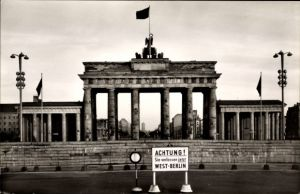 Ak Berlin Mitte, Innerdeutsche Grenze am Brandenburger Tor, BRD, DDR, Mauer