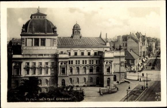 Ak Plzeň Pilsen Stadt, Mestske Divadlo, Blick auf das Theater