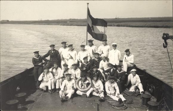 Foto Ak Deutsche Matrosen an Bord eines Minsuchbootes, 1. Minensuch Halbflottille