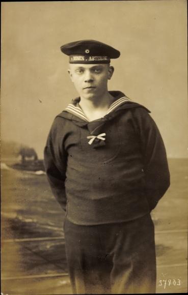 Datierung von Uniformen der Marine