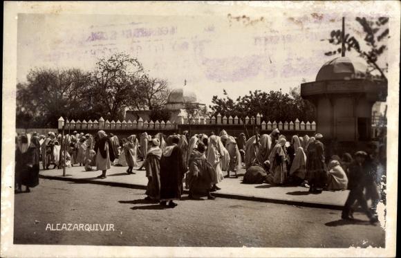Ak Ksar el Kebir Alcazarquivir Marokko, Straßenpartie, Marokkaner