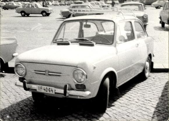 Foto Ak Fiat 124?, 750?, Automobil, Kennzeichen IF-4064