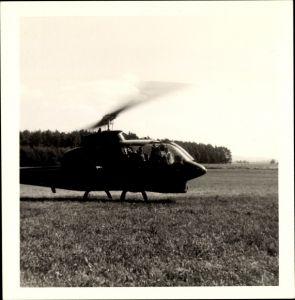 Foto Hubschrauber auf einem Feld