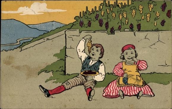 Künstler Ak Mann und Frau an einer Mauer lehnen und Weintrauben essend, Weinberg