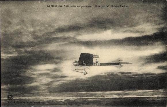 Ak Monoplan Antoinette en plein vol, piloté par M. Hubert Latham