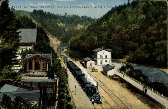 Ak Rentzschmühle Pöhl im Vogtland, Blick auf den Bahnhof, Lokomotive mit Personenwaggons