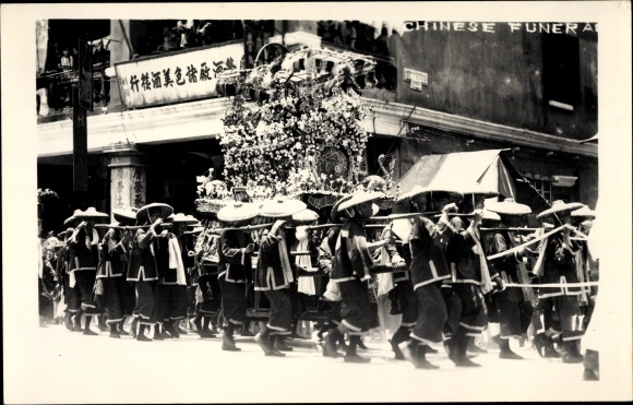 Foto Ak Hongkong China, Chinese funeral, Chinesisches Begräbnis, Leichenzug