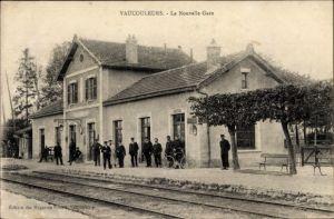 Ak Vaucouleurs Lothringen Meurthe et Moselle, La nouvelle Gare, Bahnhof, Gleisseite