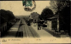 Ak Fontainebleau Seine et Marne, La Gare, Bahnhof, Gleisseite