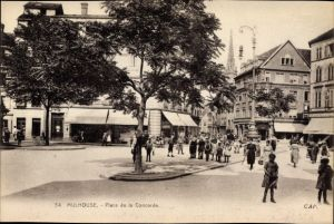 Ak Mulhouse Mülhausen Elsass Haut Rhin, Place de la Concorde, Passanten