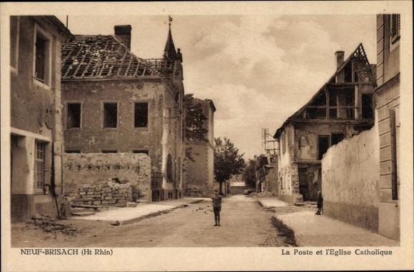 Ak Neuf Brisach Neubreisach Elsass Haut Rhin, La Poste et l'Eglise Catholique, Kriegszerstörungen
