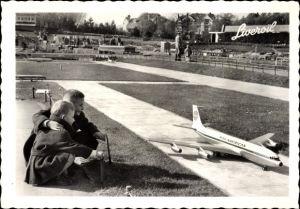 Ak Zwei Jungen in einer Modellstadt, Pan American Modellflugzeug, Liveroil Reklame