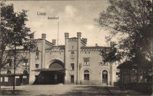 Ak Lissa Leszno Poznań Posen, Bahnhof, Straßenseite, Dworzec