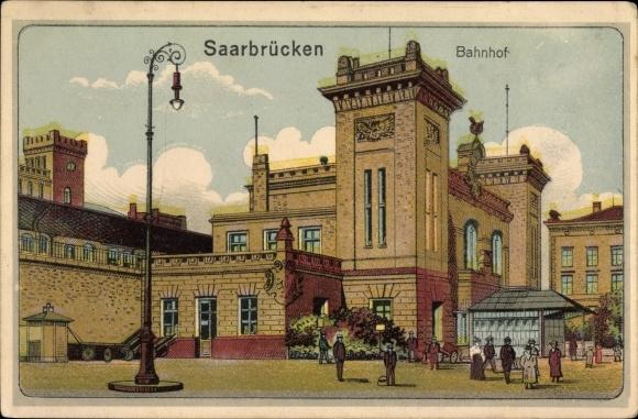 Künstler Ak Saarbrücken im Saarland, Blick auf den Bahnhof, Straßenseite