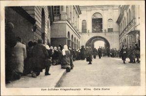 Ak Wilna Litauen, Kriegsschauplatz, Ostra Brama, Kirche, Anwohner