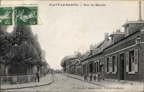 Ak Flavy le Martel Aisne, Rue du Marché, Straßenpartie