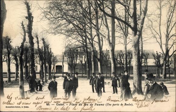 Ak Guise Aisne, Place de Jeu de Paume, Une partie de Boules