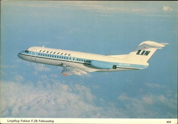 Ak Schwedisches Passagierflugzeug der Linjeflyg, Fokker F28 Fellowship, SE-DGD