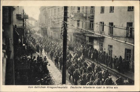 Ak Vilnius Wilno Wilna Litauen, Deutsche Infanterie rückt im Ort ein, Deutsche Soldaten, I. WK