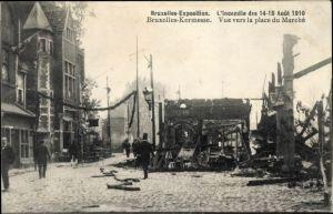 Ak Bruxelles Brüssel, Exposition 1910, L'Incendie, Vue vers la place du Marché, Brandkatastrophe