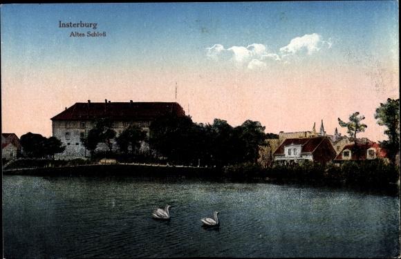 Ak Tschernjachowsk Insterburg Ostpreußen, Wasserpartie mit Blick auf altes Schloss