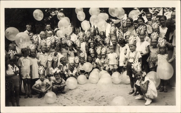 Foto Ak Wyk auf Föhr in Nordfriesland, Kinder mit Luftballons bei einem Kinderfest, Reklame Maizena