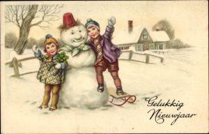 Ak Glückwunsch Neujahr, Gelukkig Nieuwjaar, Kinder mit Schneemann, Kleeblätter, Schlitten, Amag 3264
