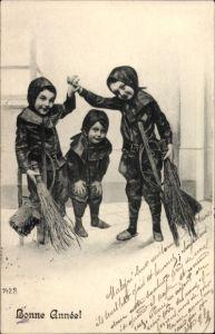 Ak Glückwunsch Neujahr, Drei Kinder als Schornsteinfeger