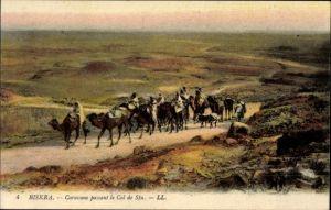 Ak Biskra Algerien, Caravane passant le Col de Sfa, Kamelkarawane
