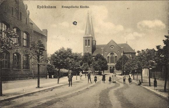 Ak Tschernyschewskoje EydtkauEydtkuhnen Ostpreußen, Evangelische Kirche, Straße, Anwohner
