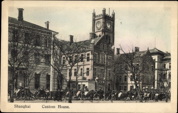Ak Shanghai China, Custom House, Zollgebäude, Uhrenturm, Rikschas