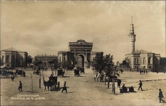 Ak Konstantinopel Istanbul Türkei, Blick auf den Ministere de la guerre, Minarett