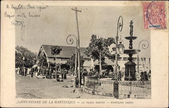Ak Saint Pierre Martinique, La Place Bertin, Fontaine Agnès