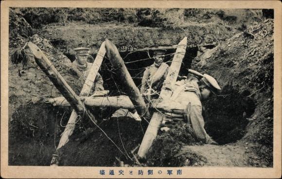 Ak Japanische Soldaten vor einem Unterstand, Bunker, Südtruppe, Russisch japanischer Krieg