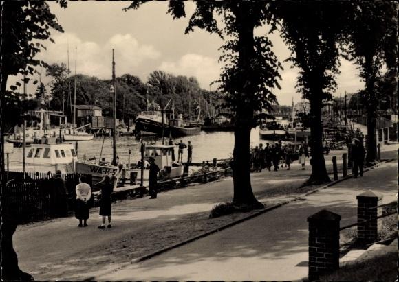 Ak Warnemünde Rostock in Mecklenburg, Partie im Hafen, Promenade